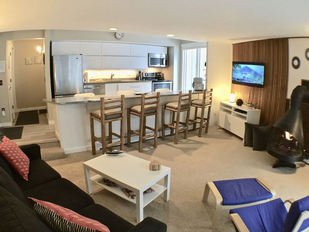 Great Location/reviews, Hot Tub, Nice 2 Bd, Walk To Lift, New ...