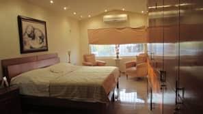 1 bedroom, hypo-allergenic bedding, down comforters