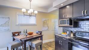 Full-size fridge, microwave, oven, dishwasher