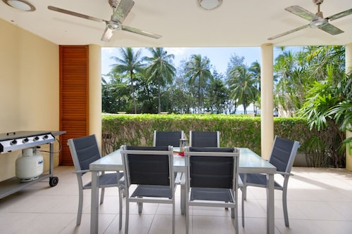 Peponi 2 - Beachfront Apartment