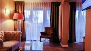 Schreibtisch, Verdunkelungsvorhänge, schallisolierte Zimmer