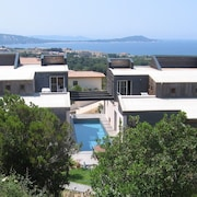 Villa With Pool and Beautiful sea View Close to Beaches and Shops