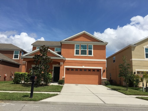 4 Beds Room 2 500 Sq Ft Beautiful Home Near Ucf East Orlando
