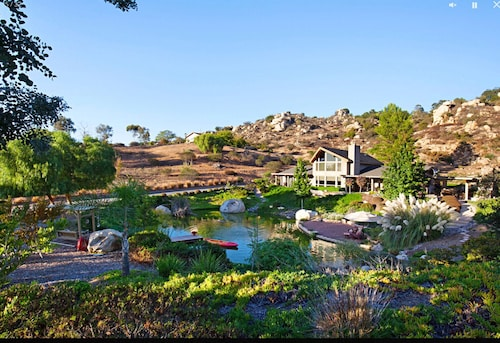 Holiday Foxhollow Cottage - Romantic Cottage Near Temecula Wine Country