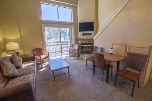 Mountain Club at Kirkwood - Ski In/Ski Out 1 Bedroom + Loft #327-329
