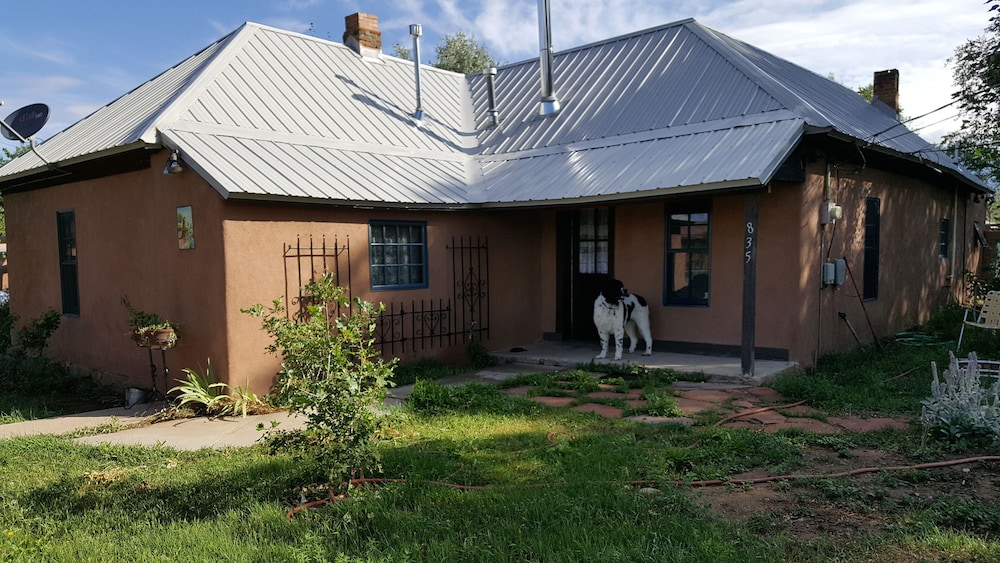 Featured Image, Comfortable Historic Adobe Farmhouse Close to Plaza