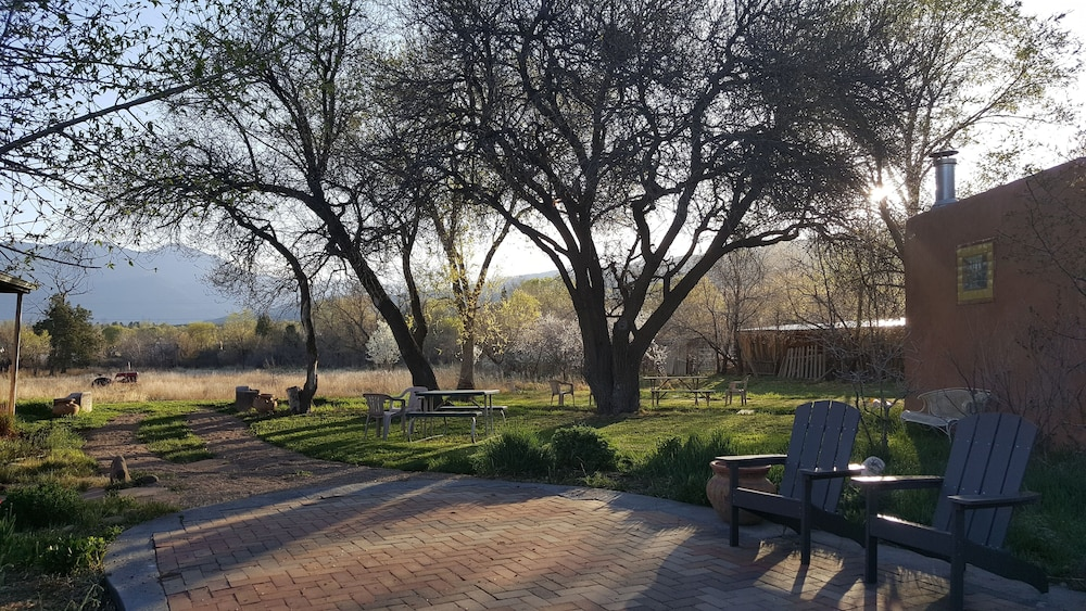 Property Grounds, Comfortable Historic Adobe Farmhouse Close to Plaza