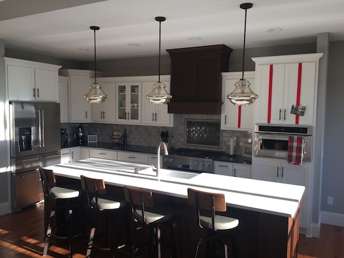 New Luxury Home With Huge Wet Bar Ready for Super Bowl LII