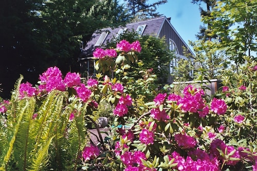 Recently Updated Private Guest House Offers Guests A Quiet & Beautiful Getaway!