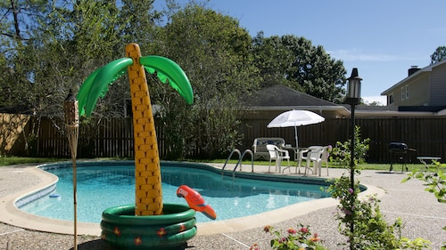 Cozy & Quiet Private Guesthouse! Located in the Energy Corridor Greater Houston
