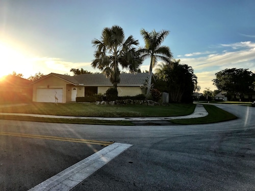 Affordable Family Home Perfect for Your South Florida Vacation!!