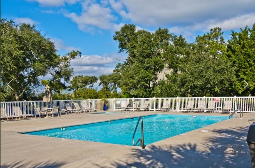 Featured Image Guestroom Pool