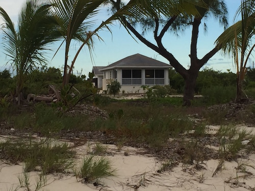 Bambarra Sands Cottage: Private Beachfront House on Bambarra Beach Middle Caicos