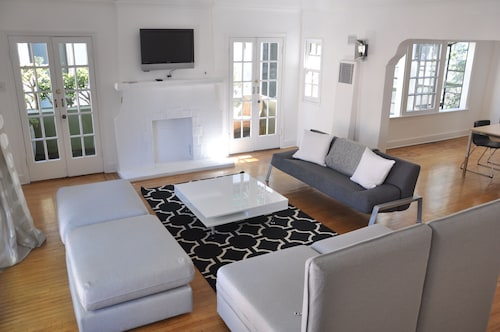 Check Expedia for Availability of Glam Bright 2Br Balcony Ac Walk To Larchmont Courtyard With BBQ Outdoor Kitchen
