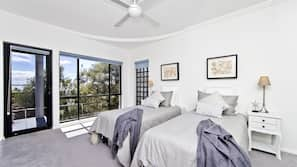 5 bedrooms, desk, iron/ironing board, rollaway beds