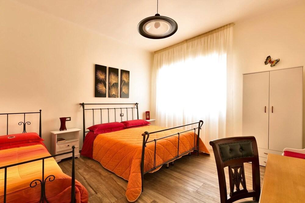 Camera Da Letto Rossella : B&b casa rossella bari italia expedia.it