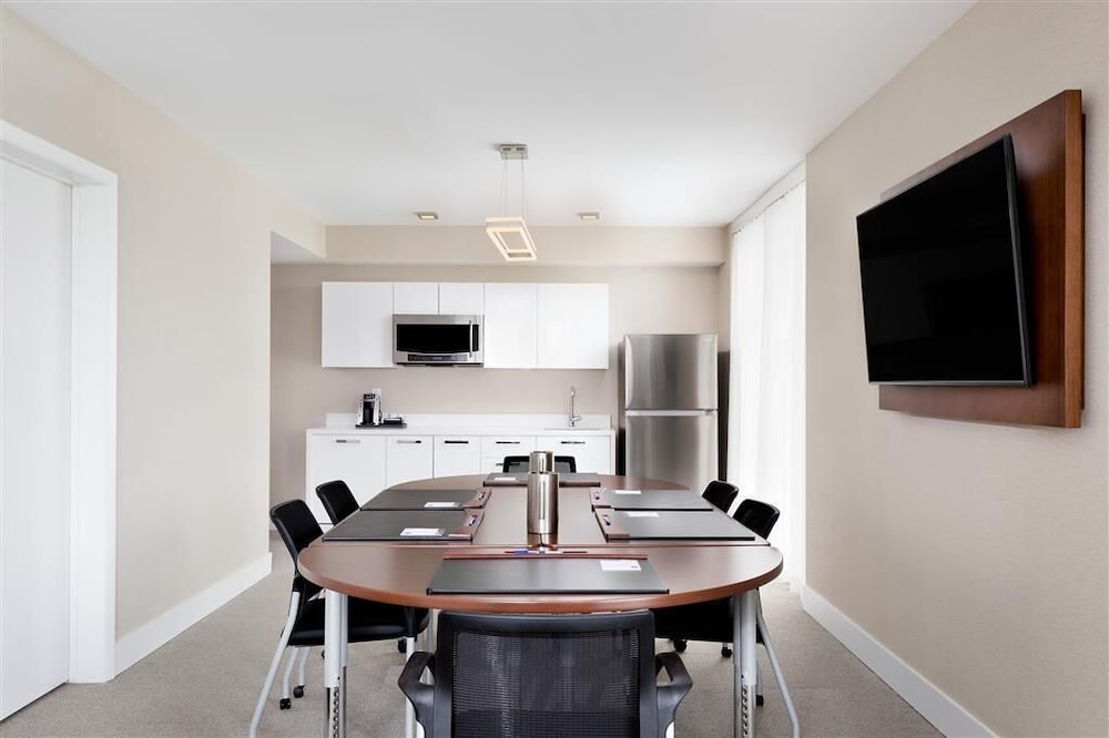 Private Kitchen, TRYP by Wyndham Miami Bay Harbor