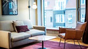 Een kluis op de kamer, een strijkplank/strijkijzer, gratis wifi
