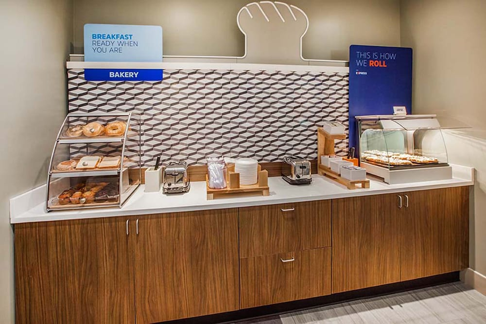 Breakfast Meal, Holiday Inn Express & Suites Gainesville - Lake Lanier Area, an IHG Hotel