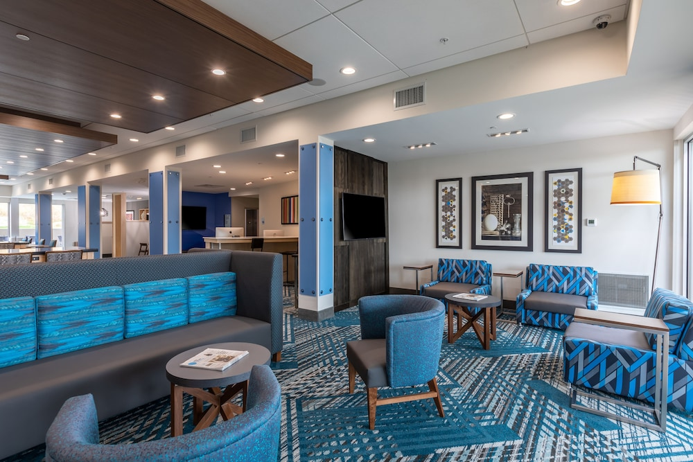 Lobby, Holiday Inn Express & Suites Gainesville - Lake Lanier Area, an IHG Hotel