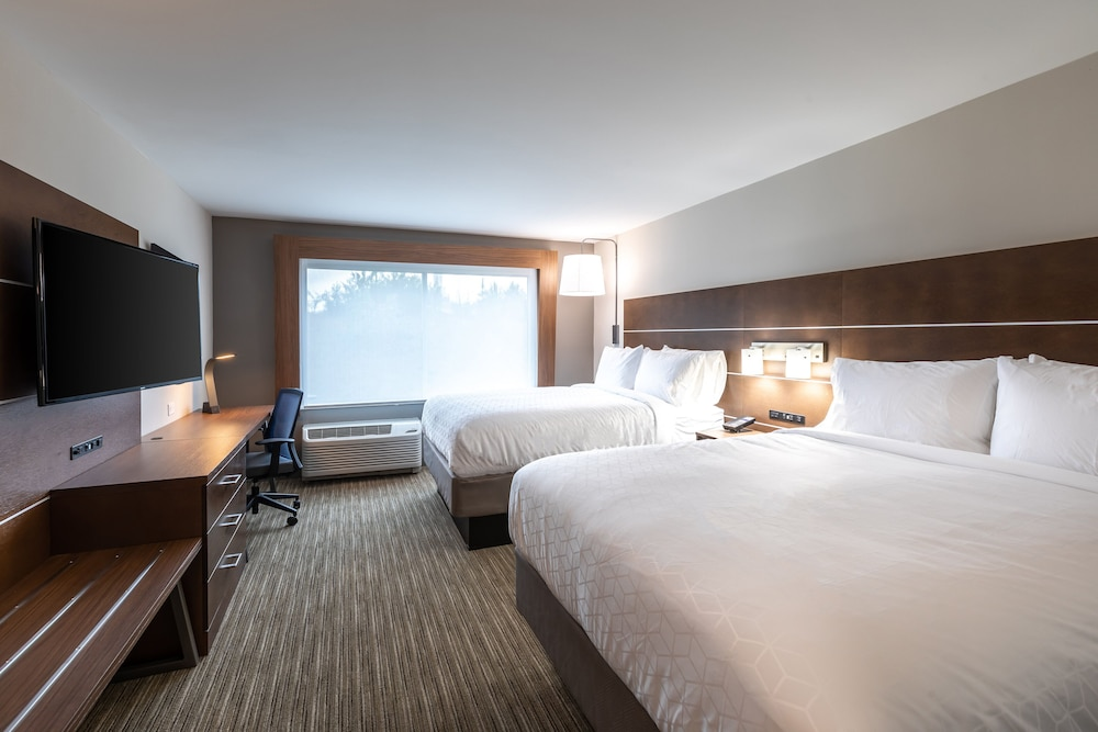 Room, Holiday Inn Express & Suites Gainesville - Lake Lanier Area, an IHG Hotel