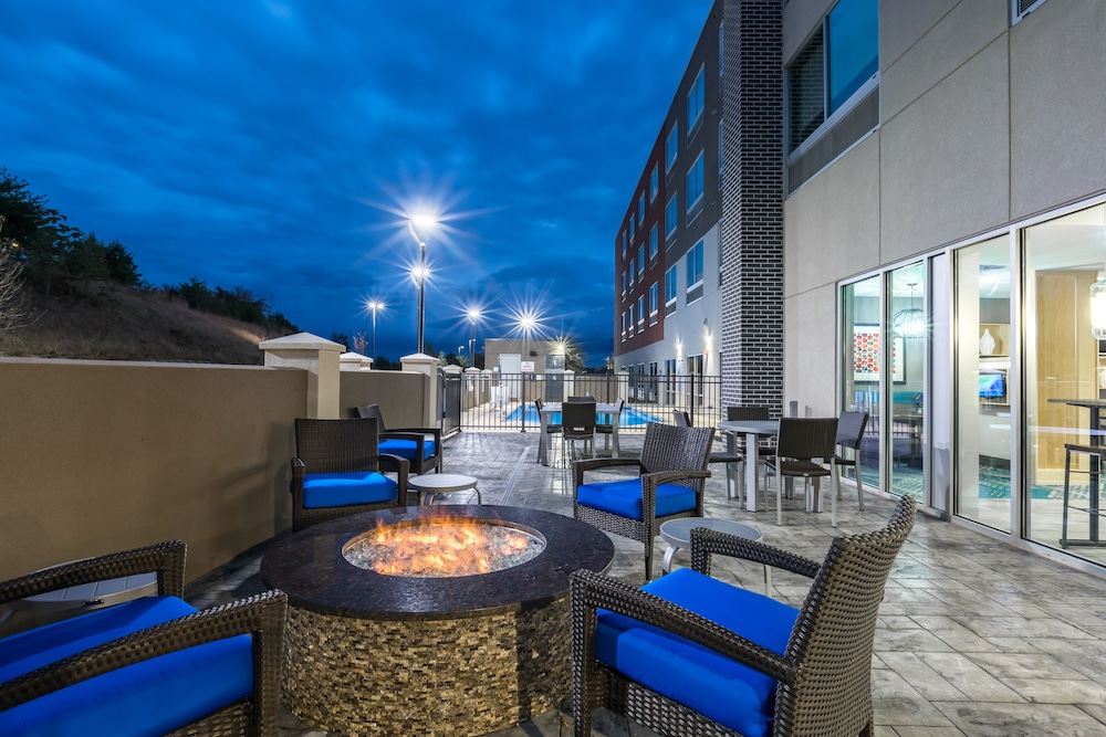 Balcony, Holiday Inn Express & Suites Gainesville - Lake Lanier Area, an IHG Hotel