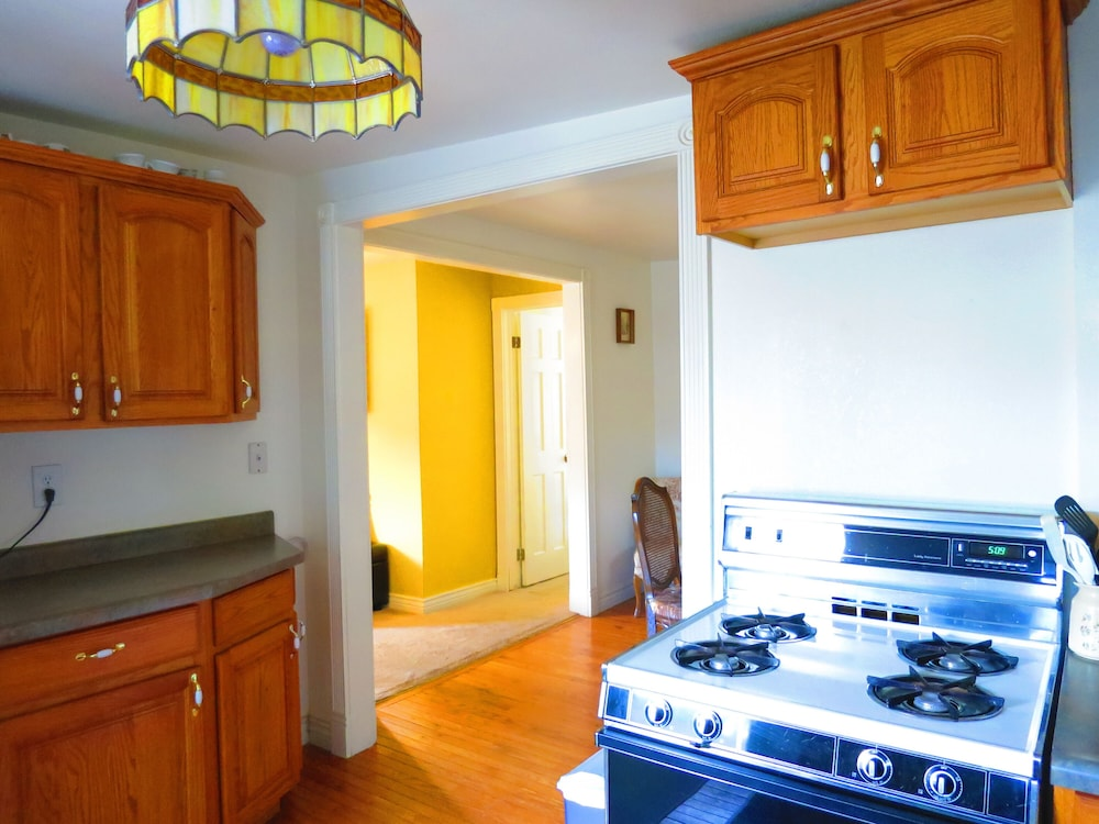 Private Kitchen, Little Victorian Cottage IN Central City: Great View AND Location