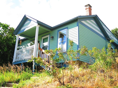 Victorian Retreat: View Location Historic Town Whitewater Rafting Hot Springs