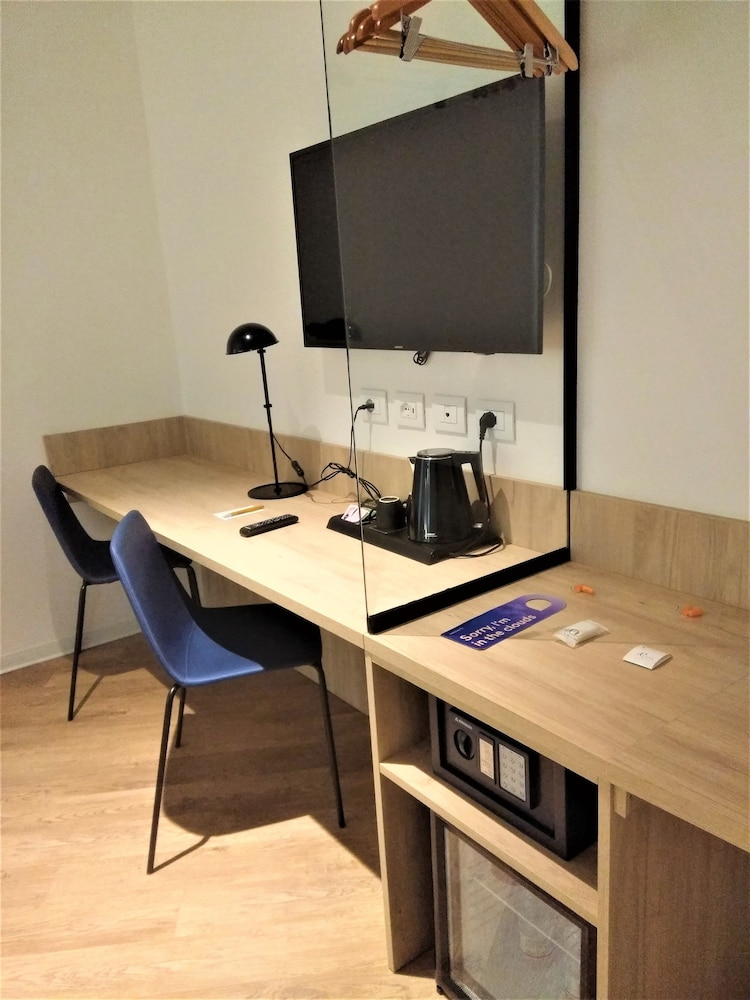 Room Amenity, Air Rooms Rome Airport by HelloSky