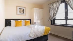 3 多间卧室、特色装修、特色家居、书桌