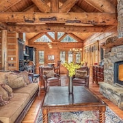 Mountain Creek Lodge 3 Bedrooms 3.5 Bathrooms Home by Redawning