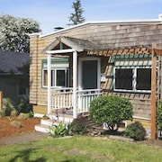 6036 38th Ave SW Cottage 2 Bedrooms 1 Bathroom Cottage by Redawning