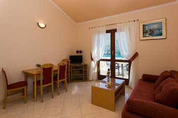 Apartments Moretić