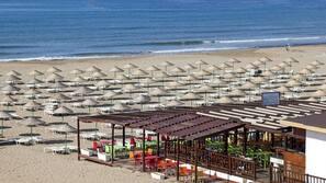 Privatstrand in der Nähe, Volleyball, Strandbar