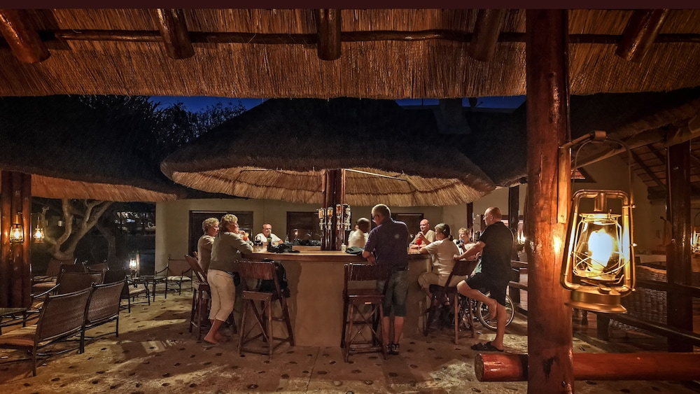 Bar, Nyati Safari Lodge - All Inclusive