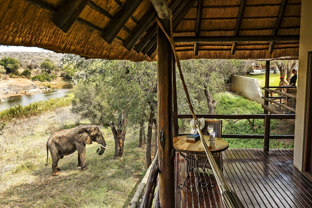 Balcony, Nyati Safari Lodge - All Inclusive