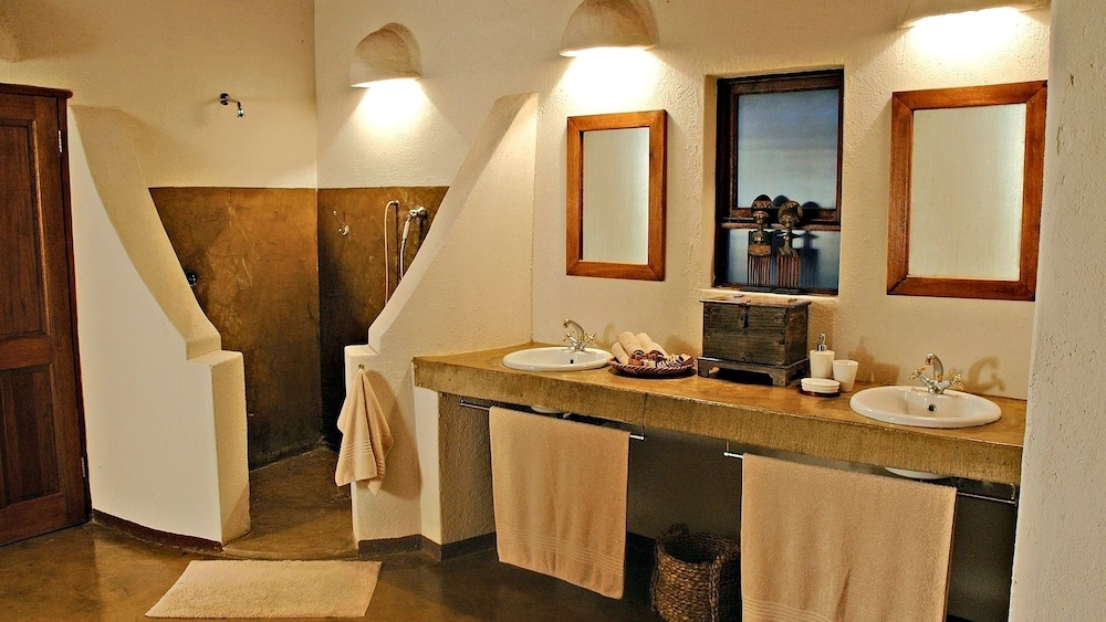 Bathroom, Nyati Safari Lodge - All Inclusive