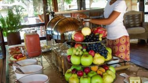 Breakfast buffet, Nyati Safari Lodge - All Inclusive