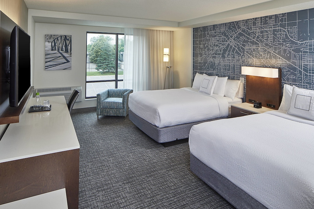 Room, Courtyard by Marriott Minneapolis West
