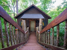 Oak Crest Cottages & Treehouses