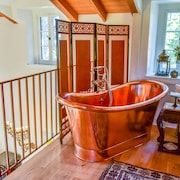 Deep Soaking Bathtub