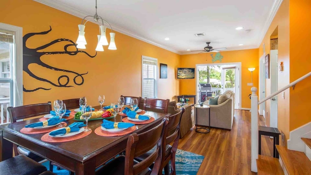 Private Kitchen, Octopus's Garden @ Coral Hammock Spacious Home & Pool + Last KEY Services..
