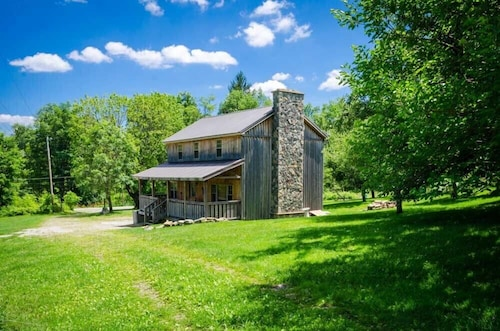 Great Place to stay Ovr's Schaefer House-all the Comforts of Home!min.to Ohiopyle & Fallingwater! near Ohiopyle
