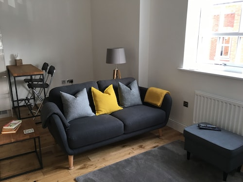 Beautiful Apartment in Centre of Winchester With Parking