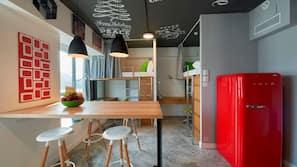 Bureau, fer et planche à repasser sur demande, Wi-Fi gratuit
