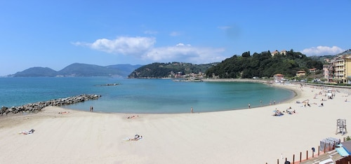 Top Location in Lerici, Quiet, 100mt From the Beach, sea Views, Sleeps 2-6