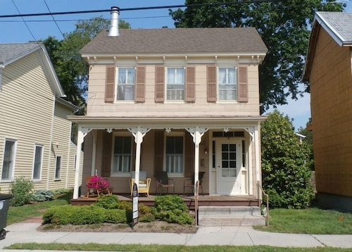 Historic Home in Downtown Lewes With Private Pool/hot TUB and is Also pet Friendly!