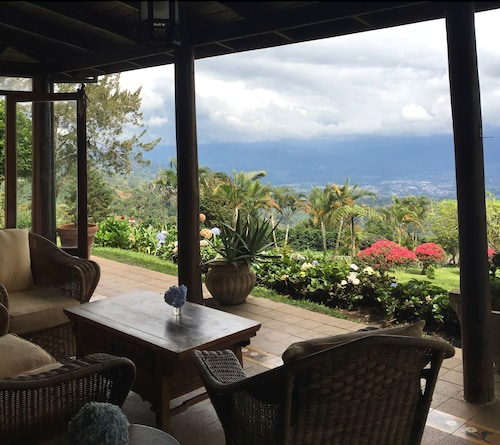 Finca Caragra. Unbelievable Cabin -turrialba / Luxury & Tradition