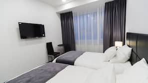 Zimmersafe, Schreibtisch, schallisolierte Zimmer, Bügeleisen/Bügelbrett