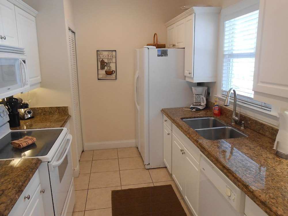 Private Kitchen, Coral Hammock Poolside Home: 3 BR, 3 BA House in Key West, Sleeps 6